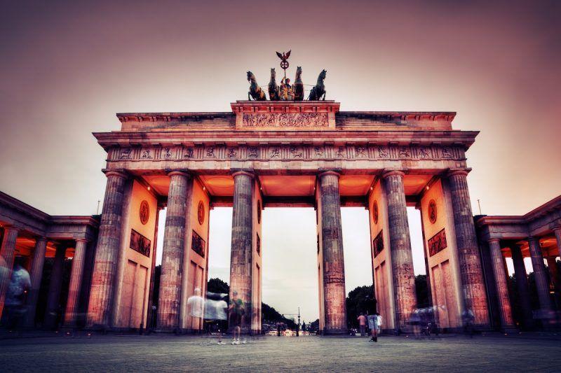 La puerta de Brandenburg en Berlín, Alemania